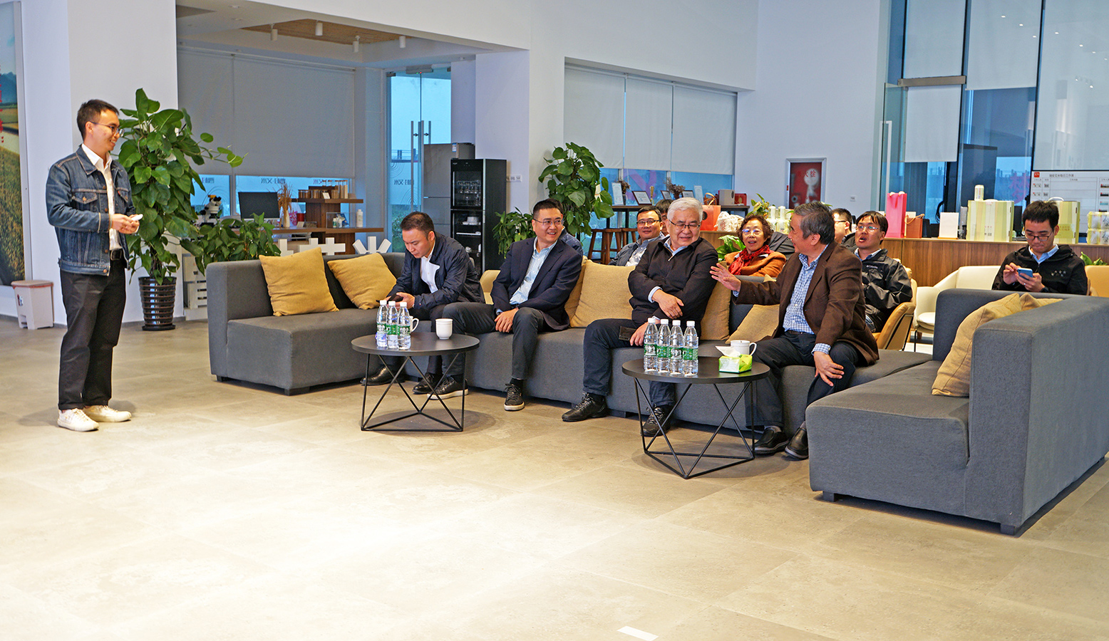 教育部李廉教授、中国工程院郑纬民院士一行到曹村艾米现代农业产业园参观指导